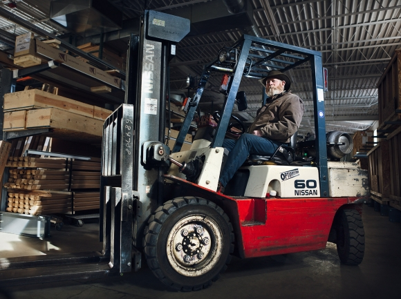 bizmoment-powers-products-forklift-operator