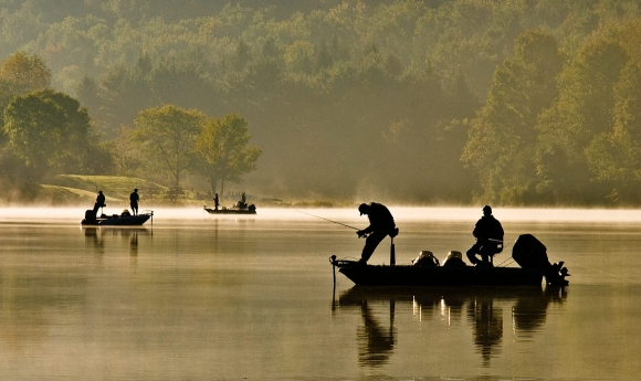 life-moments-editorial-photography-fishermen-lake